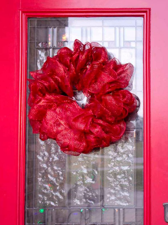 Photo of How to make a mesh ribbon wreath   Chica and Jo