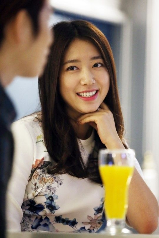 Super Junior's Kim Hee Chul interviews Park Shin Hye