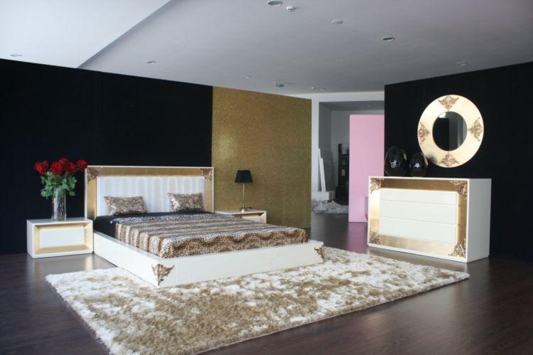 ... Wandspiegel Im Barock \u2013 Stil Ausdrucksstarke Dekoration   Wohnideen  Barock Und Modern ...