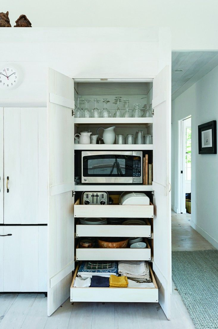 Charmant A Concealed Microwave And Toaster On Pull Out Shelves In Architect Sheila  Narusaau0027s Cape Cod Kitchen