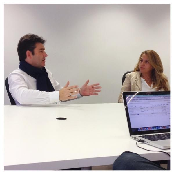Escuchando a @marcvidal hablando de las claves de la nueva #economia en petit comité no tiene precio :) En la imagen, acompañado de @elimguardiola. 12 de noviembre 2014. #emprendedores #startup