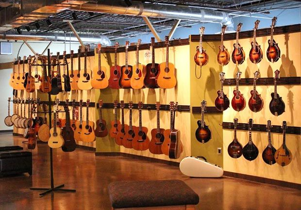 Carter Vintage Guitars In The Eighth South Neighborhood Of Nashville Tennessee Is A Guitar Lovers Paradise Every Vintage Guitars Guitar Store Nashville Music