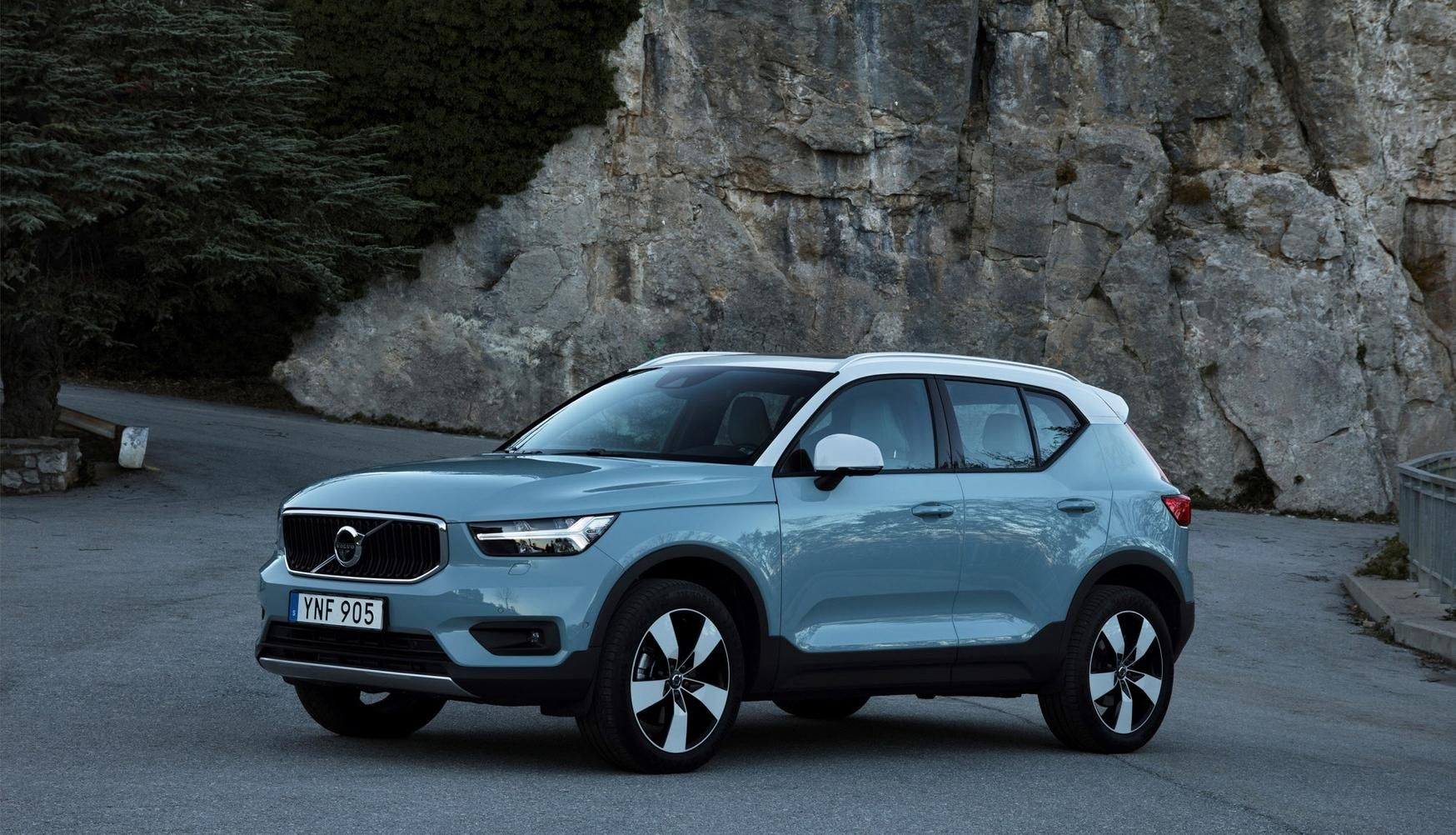 Volvo Aims To Change The Way People Buy Vehicles With Its New Xc40 Compact Suv This Spring Best Small Suv Volvo Suv Small Suv