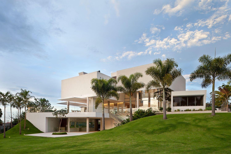 Material Focus House In Lago Sul Qi 25 By Sergio Parada Arquitetos Associados Architecture Modern Architecture Architecture House