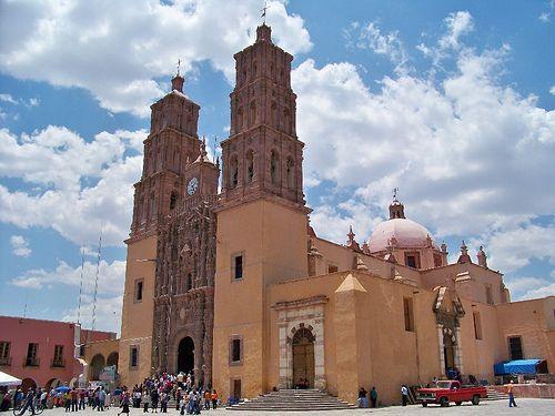 Vista lateral de la Parroquia de Dolores Hidalgo