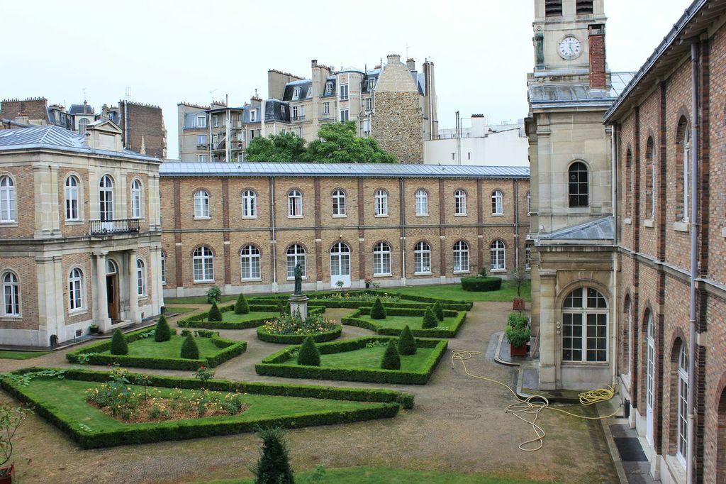 Albergue prestado: el palacio de Eugène Napoléon, près de la Place de la Nation.
