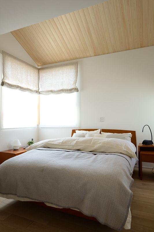 寝室の勾配天井 ヒノキ羽目板張り 無節 岐阜県で仕入れた2m