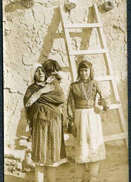 Isleta women – 1903