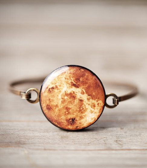Gorgeous bracelet with a round cabochon inspired by planet Venus.