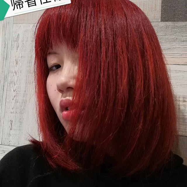 えもはinstagramを利用しています 今週の髪染め 前回の帰省時の反省を踏まえ 実家の田舎街で目立ち過ぎないように超トーン低め くそ違和感や マニックパニック インフラレッド レイブン 適当なリンス 1 1 1 マニパニ 赤髪 こんなんほぼ 赤茶 髪