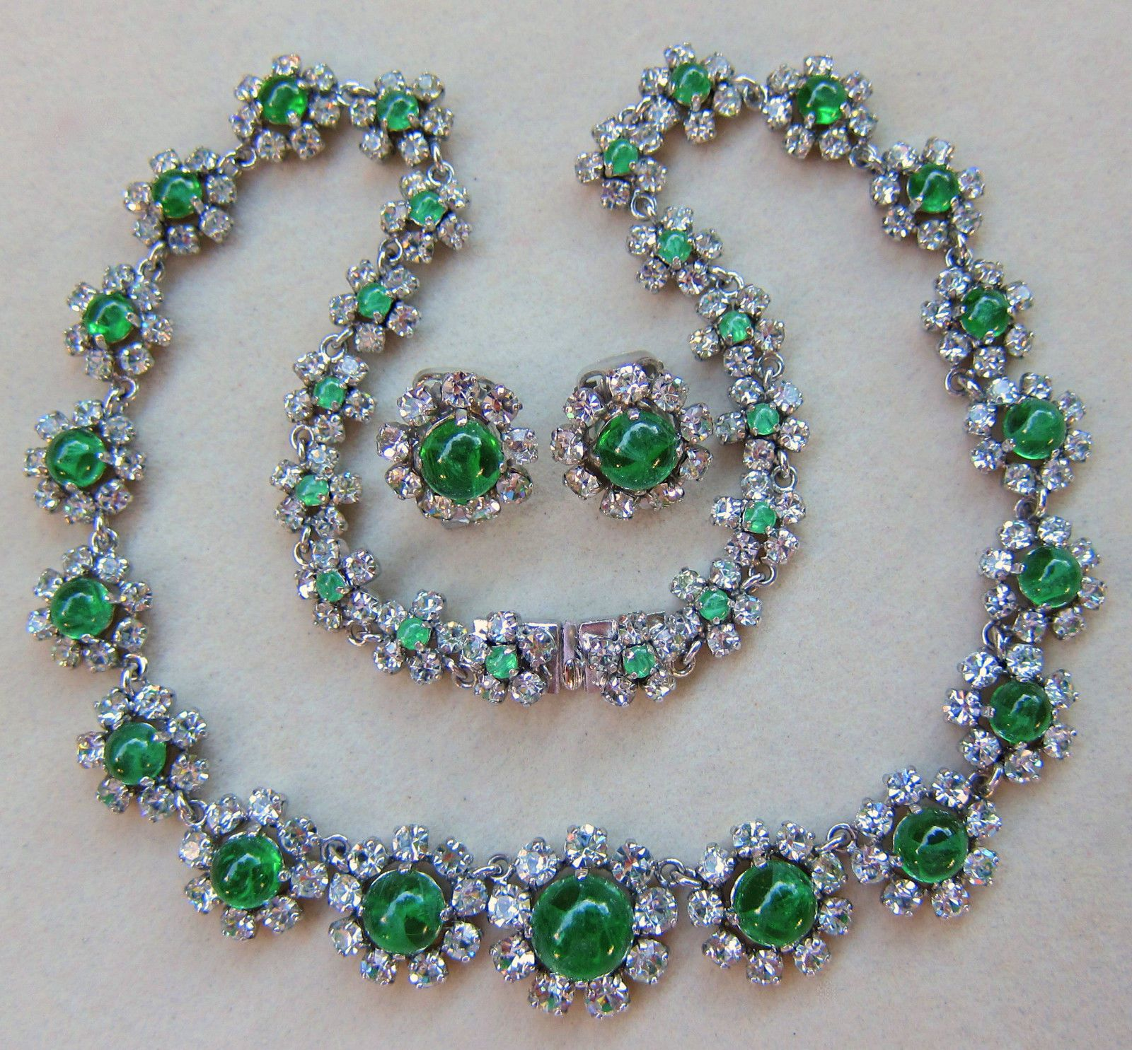 Christian dior germany 1973 flawed emerald cabochon necklace