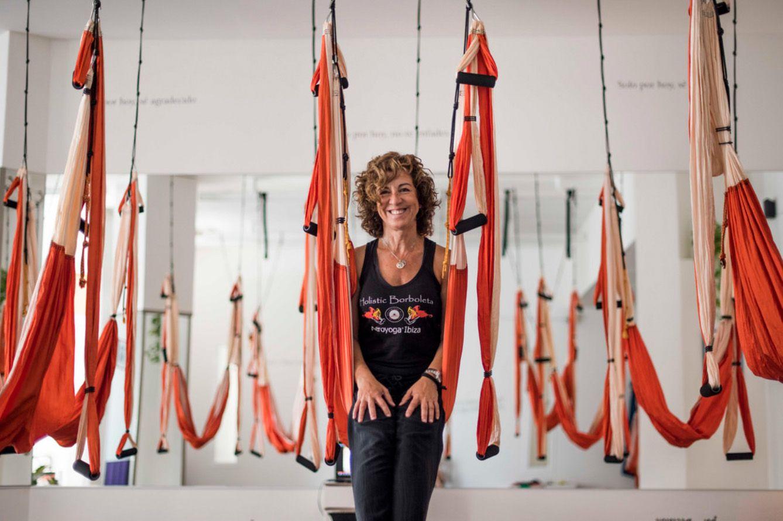 Aerial Yoga Around World With Aeroyoga Airyoga Aeroyoga Swing Columpio Trapeze Gravity Teacher Training Classes Studio Certif Aerial Yoga Air Yoga Yoga Teacher