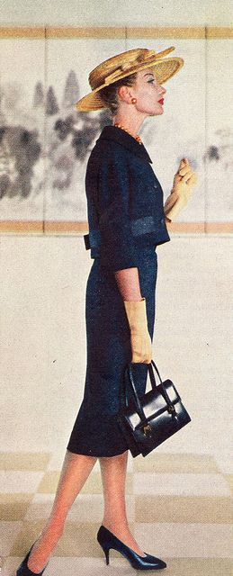 '58 fashion.   Looking at a gallery maybe... Wonderful!