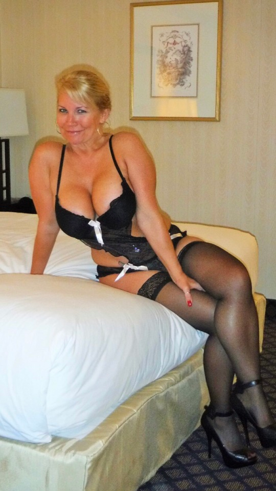 Pin On Mature Women In Stockings Or Garters