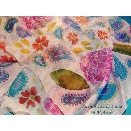 Fular de seda fina rosa claro, pongé nº 5. Tamaño 0´90x2mts. Pintado en toda la extensión a mano, con motivos de  cachemira y flores en tonos pastel.Diseño exclusivo. Pieza única.