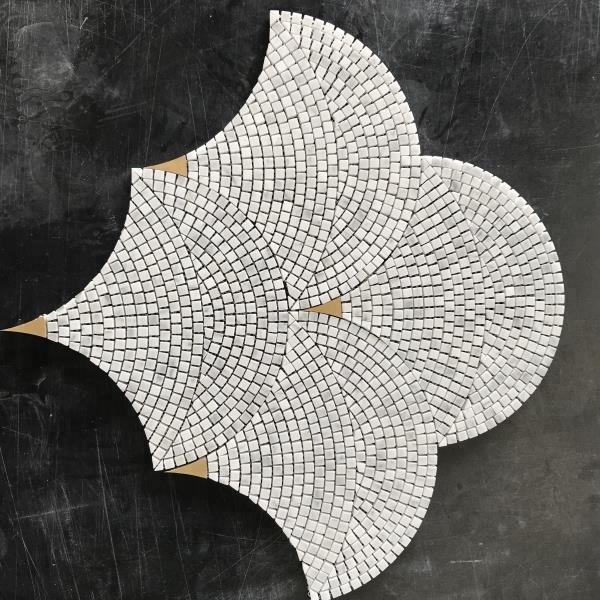 Azulejo De Mosaico Polido Dourado Em Mármore Em Forma De Ventilador Buy Telha Do Mosaico Telha De Mármore Do Mosaico Telha De Mosaico De Ouro Product On Aliba In 2020 Penny Round