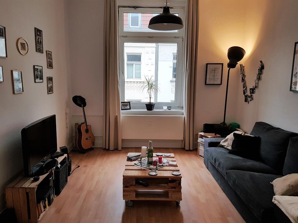 couchtisch aus paletten und tv low board aus holzkisten f rs wohnzimmer diy tisch couchtisch. Black Bedroom Furniture Sets. Home Design Ideas