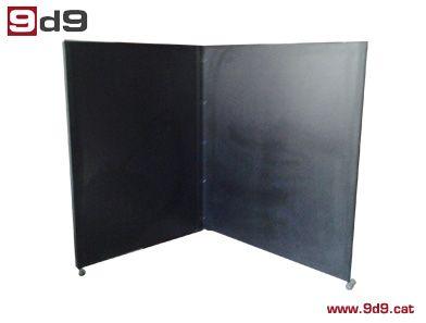 Biombo de segunda mano, de dos piezas de tablero color negro con una altura de 170 cm y de largo: un costado de 130 cm y el otro de 150 cm.  PVP: Antes 195€, AHORA 150€.