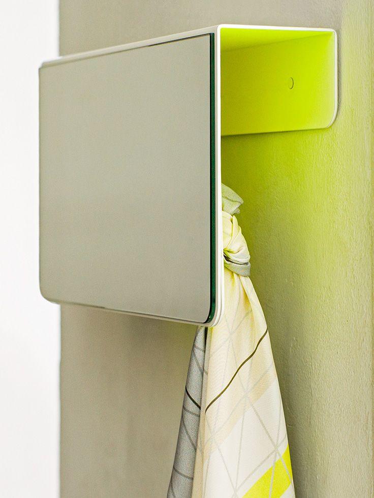 pulverbeschichtetes stahlblech die garderobe ist auf den ersten blick ein spiegel auf der. Black Bedroom Furniture Sets. Home Design Ideas