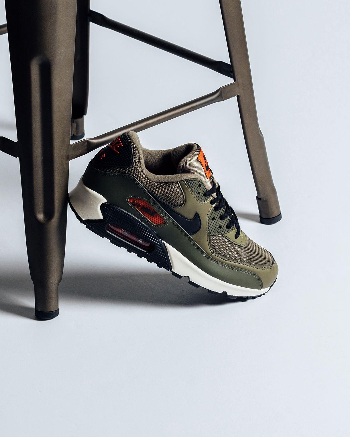 82cc70a6e8 Nike Air Max 90 Essential