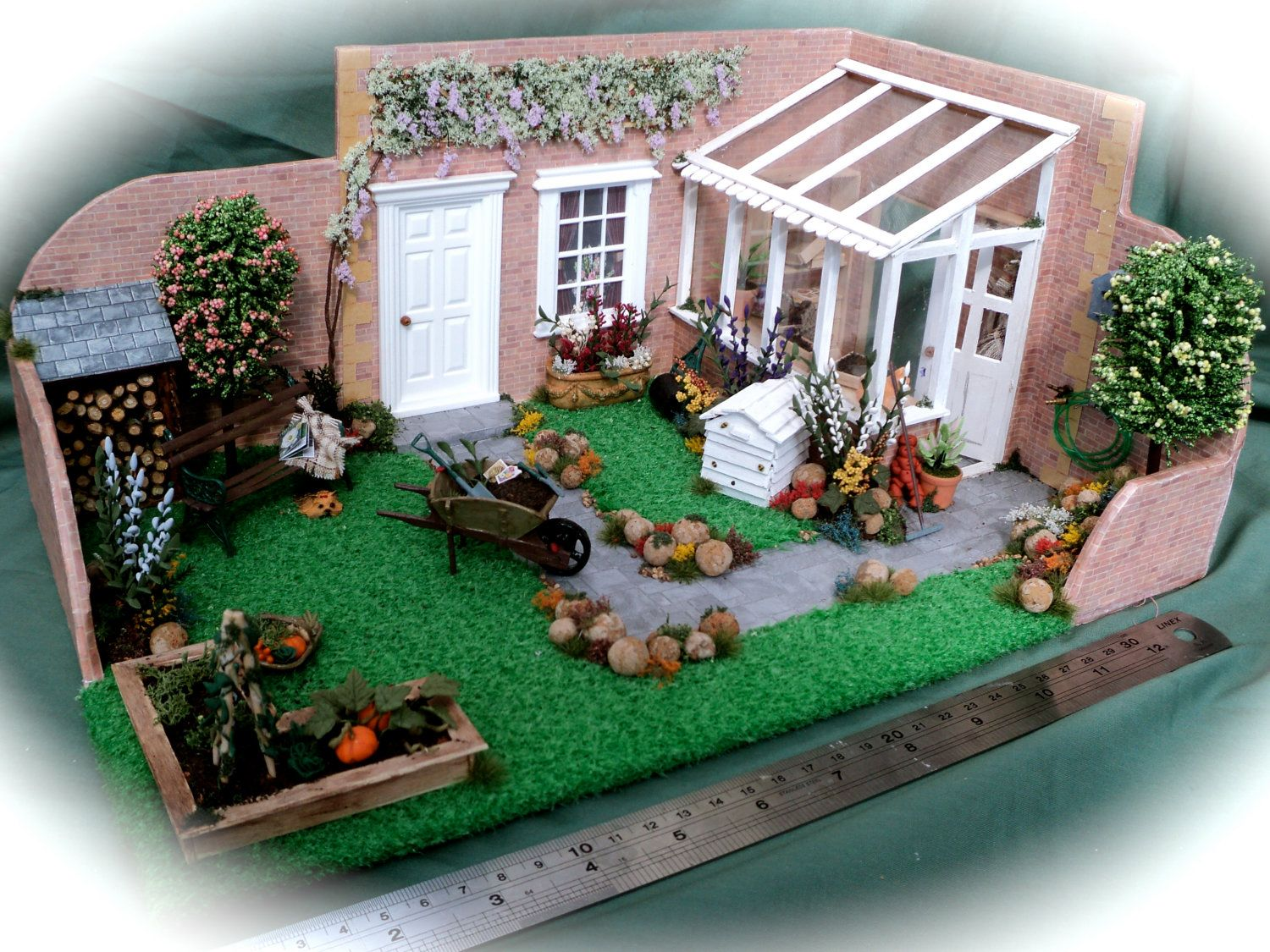 dolls house miniatures - 1 24th