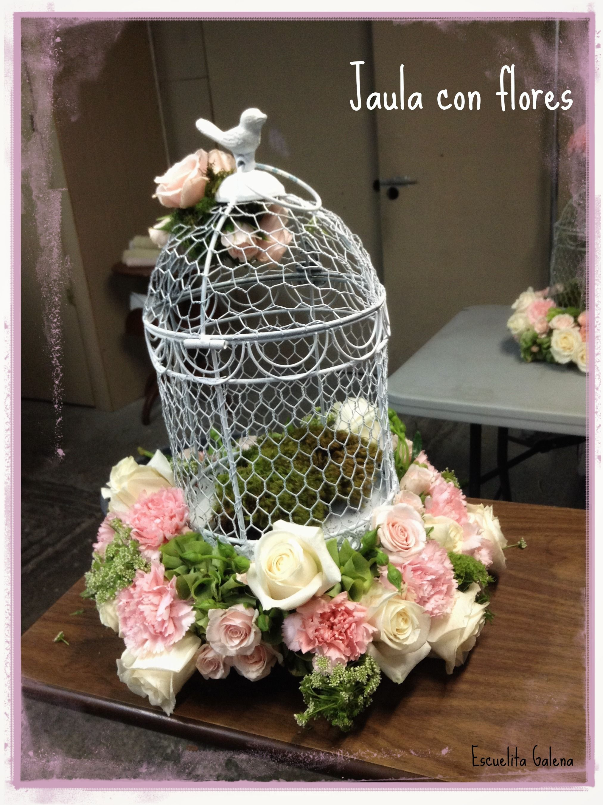 Jaula con flores arreglos florales pinterest jaulas for Decoracion con jaulas