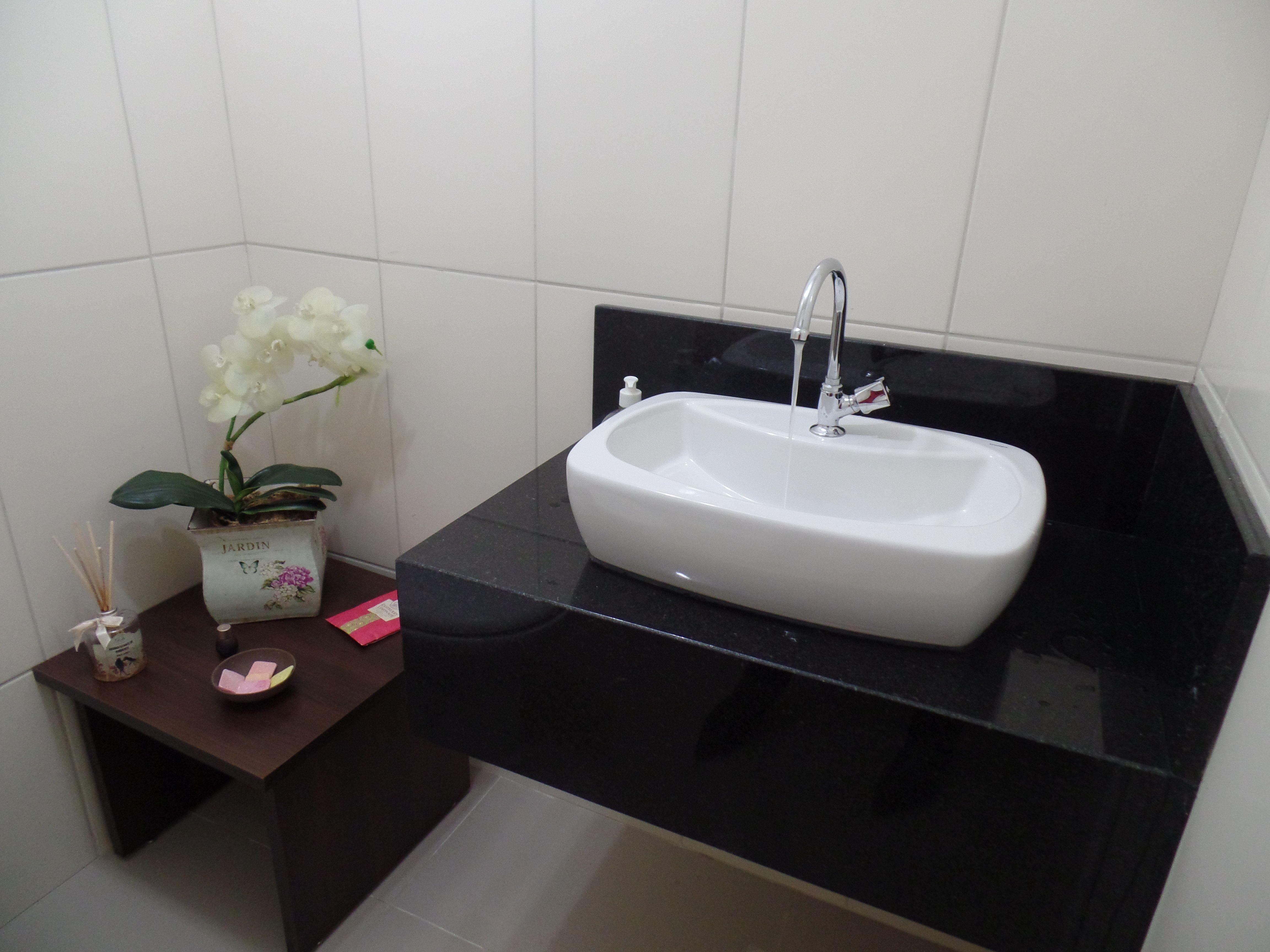 Bancada de Banheiro em Granito Preto São Gabriel  Banheiros  Pinterest  Ba -> Bancada Para Banheiro Pequeno Em Granito