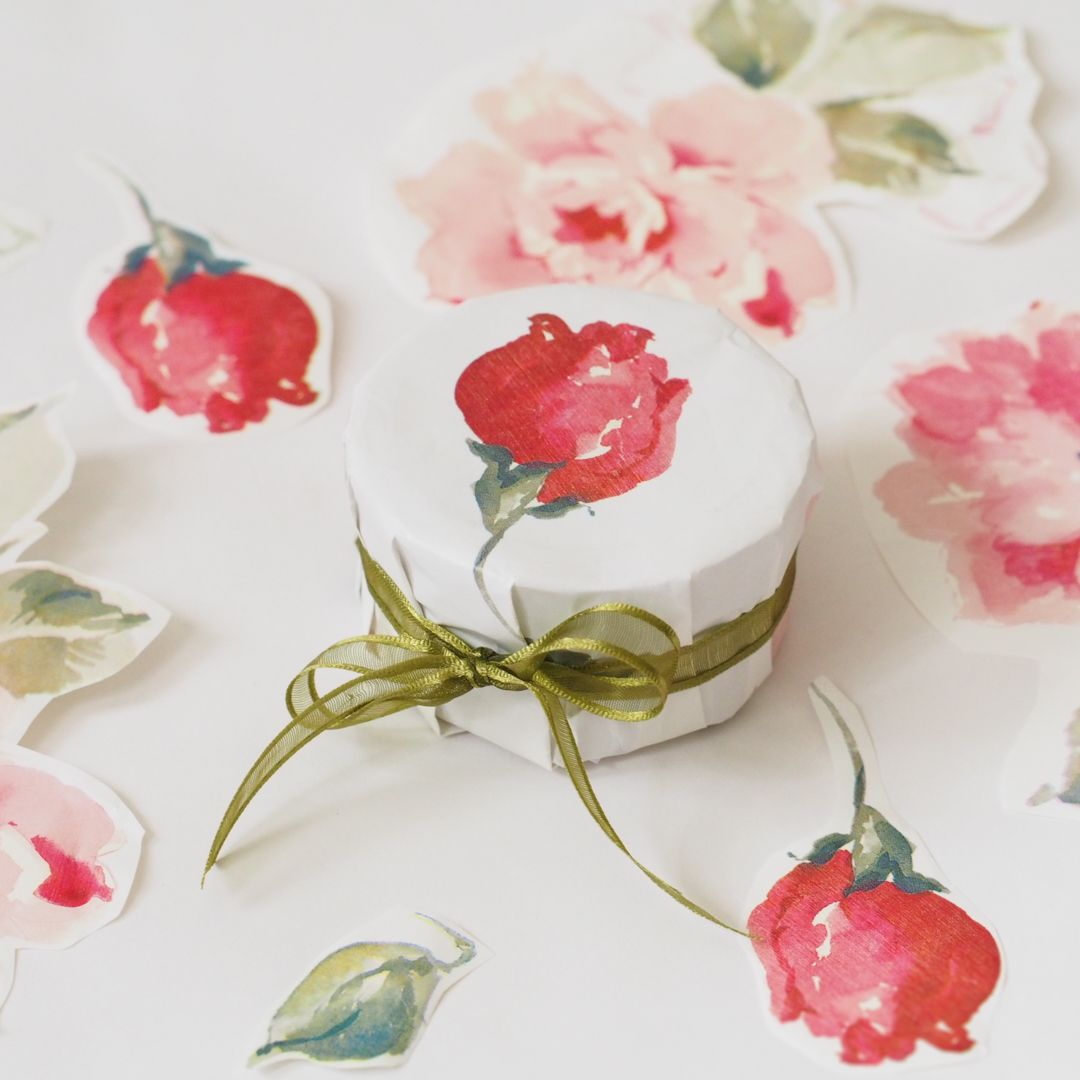 A lot of florists choose pretty papers to wrap their flowers, papers that can be repurposed as gift wrap. This particular rose paper comes from one of our all-time favorite florists, @halliesgarden in Cambridge, MA. Rather Mother's Day appropriate, don't you think?