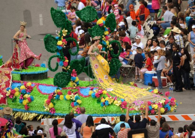 Duchesses Show Their Shoes Battle Of Flowers Parade Fiesta