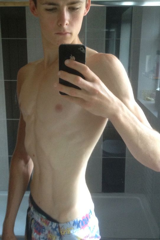 jeune gay nu escort girl herault