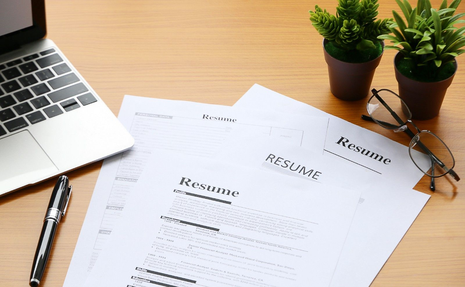 How to write an awesome junior developer résumé in a few