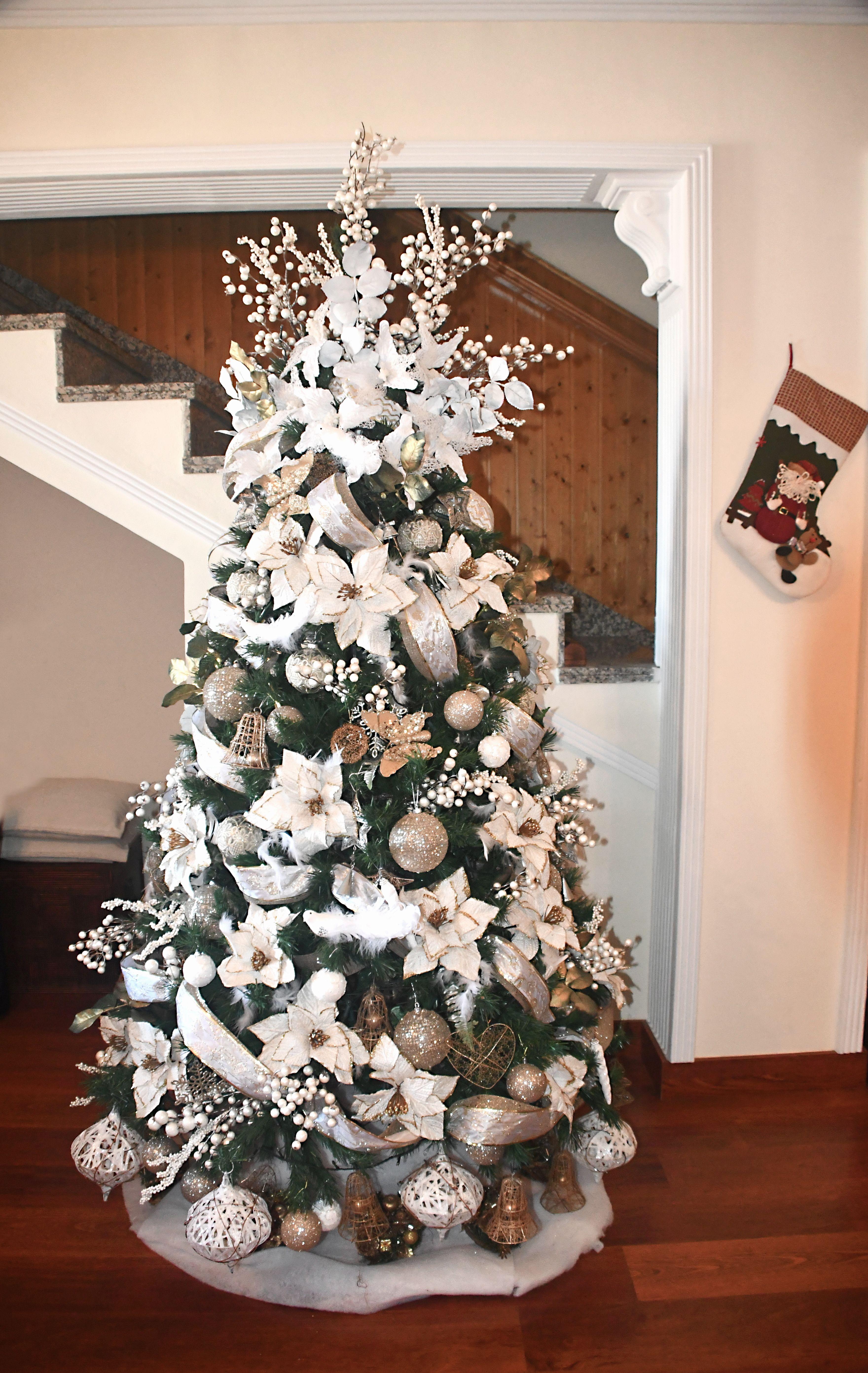 Navidad rbol decorado con blanco y dorado - Arboles de navidad blanco ...