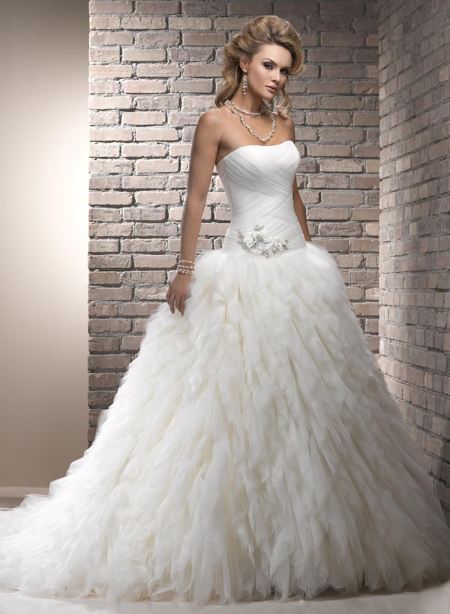 Lovely Wedding Gown Amazing And Simply Gorgeous