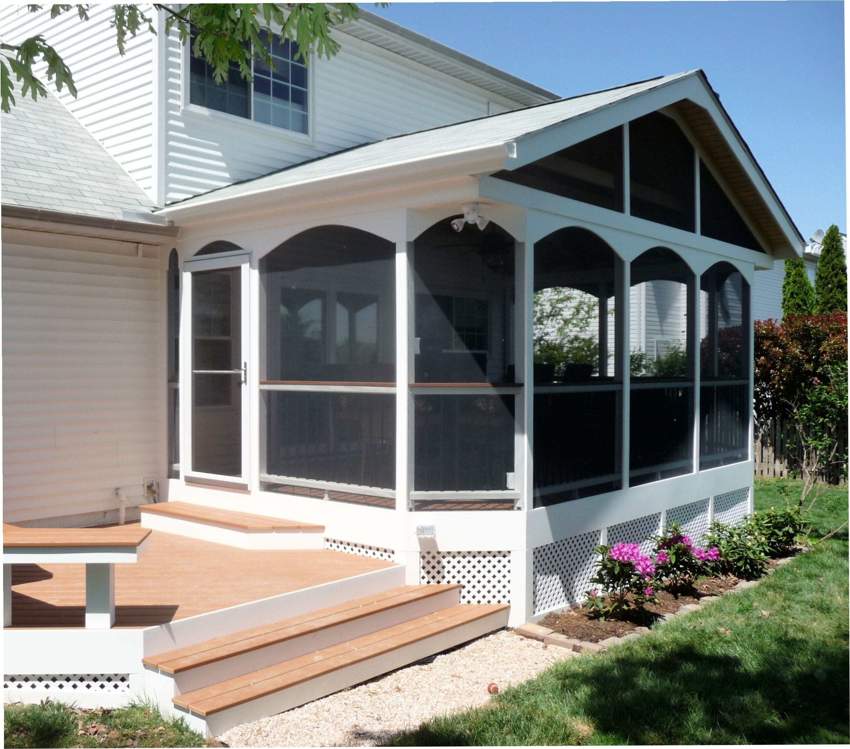 Screen Porch In Azek Fawn And Trex Transcends Railing In