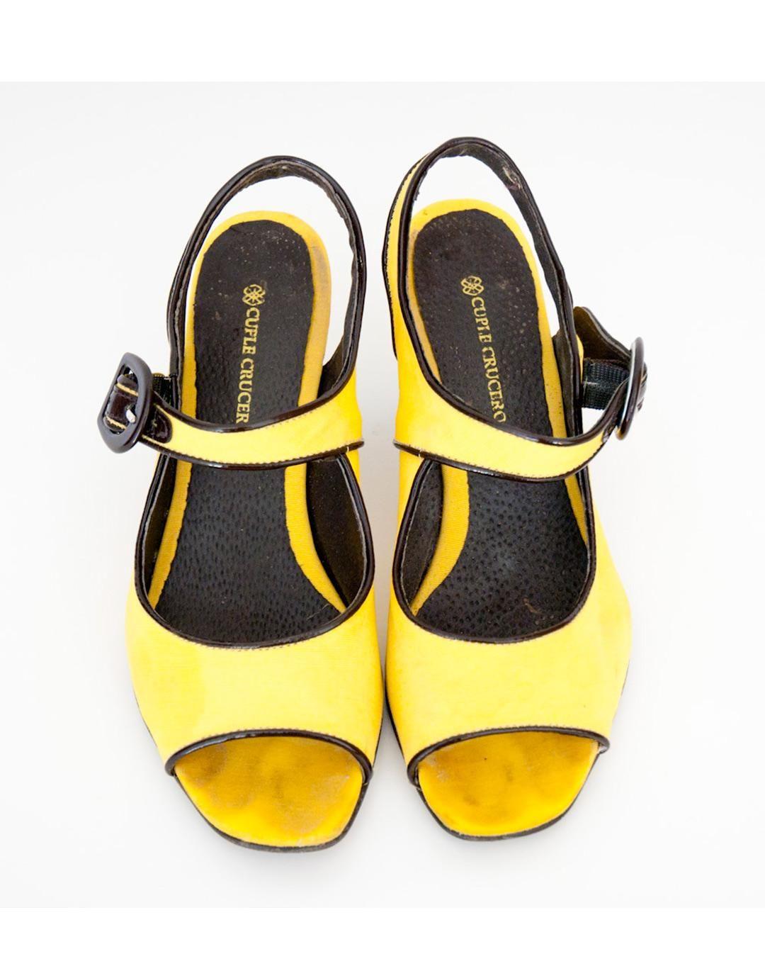 zapatos-amarillos-de-tacon