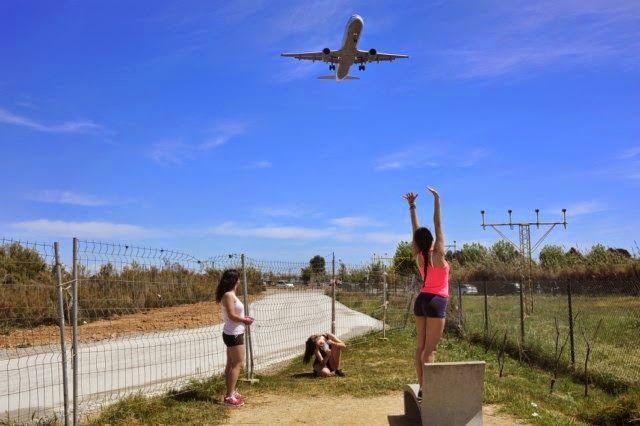 RAMÓN GRAU. Director of Photography: Un , dos y tres , cogiendo aviones . El Prat del Llobregat . Barcelona abril de este año .
