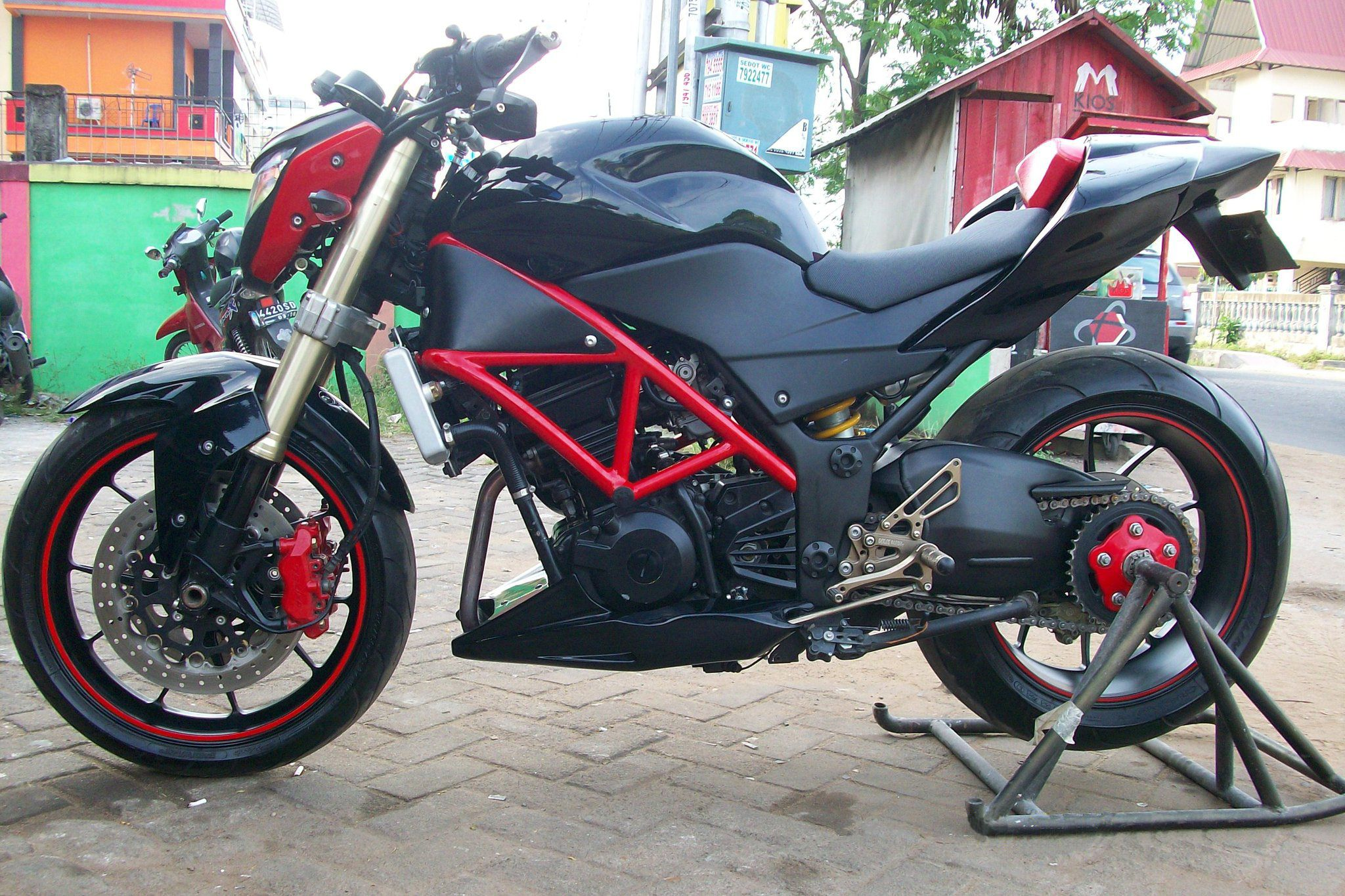 modifikasi motor ninja 250 naked style untuk streetfighter