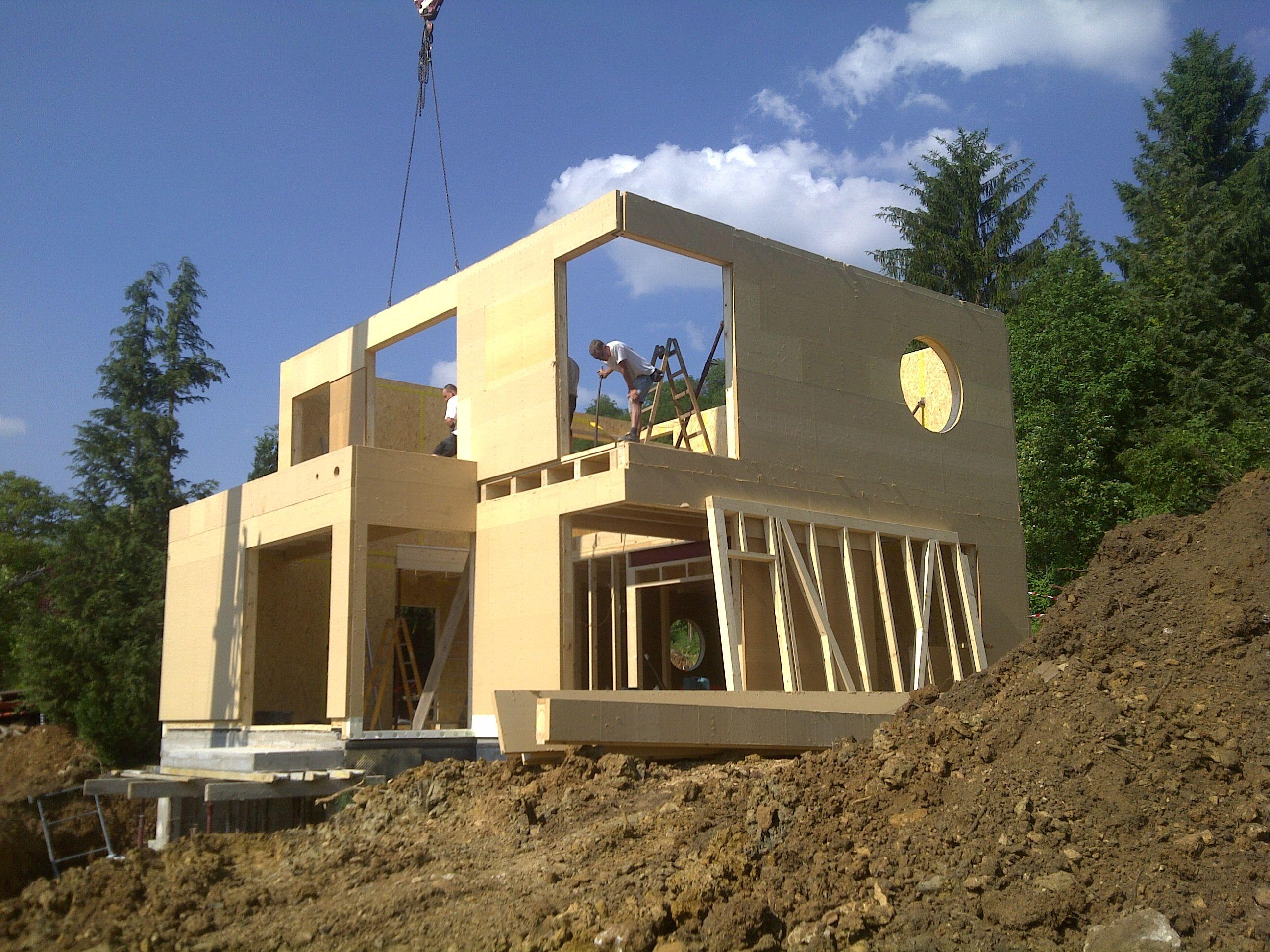 maison bois sur terrain en pente maison neuve pinterest terrain en pente maison bois et. Black Bedroom Furniture Sets. Home Design Ideas