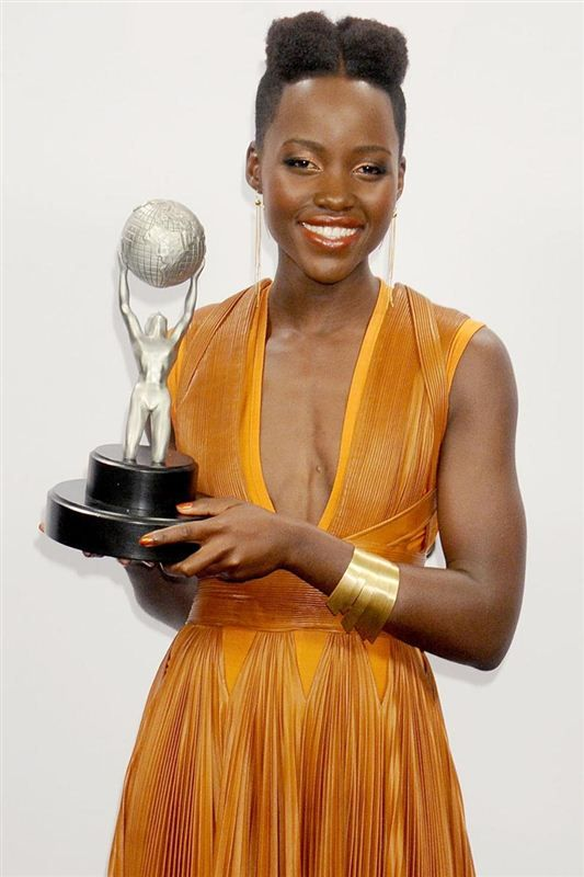 Glowing from head-to-toe, Lupita Nyong'o shows off her ...