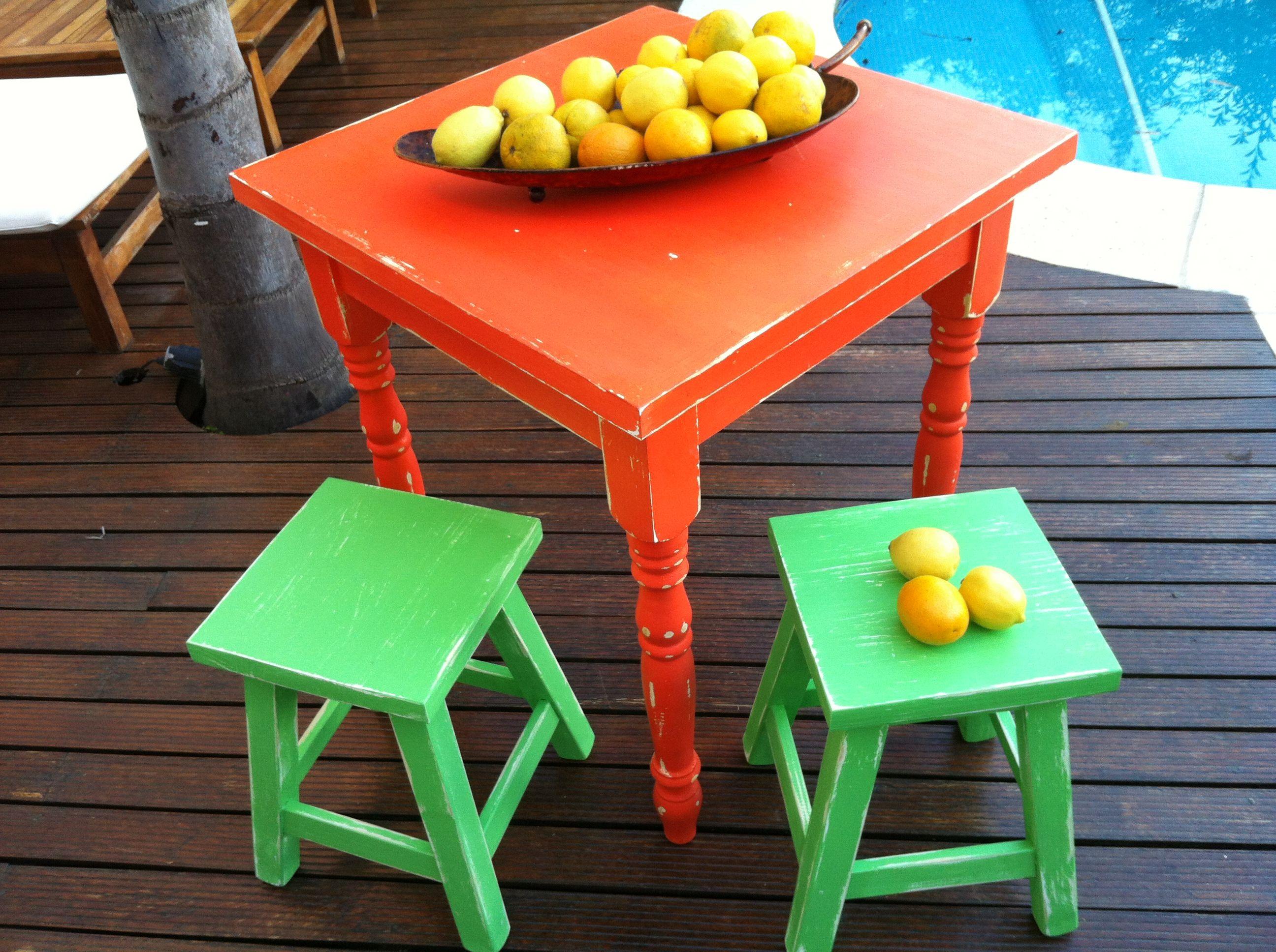 Mesa de campo naranja bancos verdes pintados a mano - Bancos estilo vintage ...