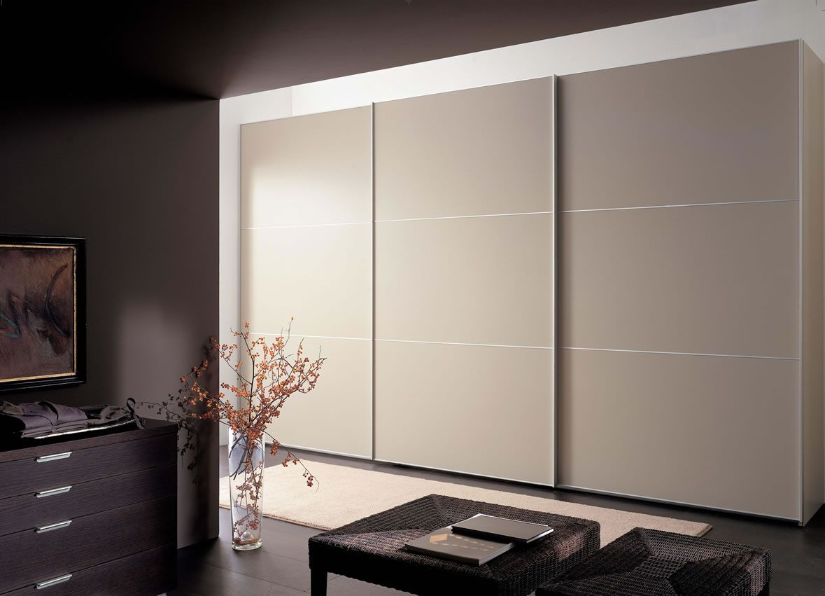 Superior Modern And Fancy Bedroom Wardrobes And Closets : Stylish Armoires Italian  Beige Wardrobe Design Inspiration With Three Sliding Doors In Contemporary  Bedroom ...