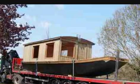 French Shanty Boat Housboat | Shanty boat, Wood boat plans ...