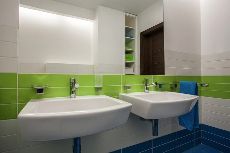 Pose et aménagement du0027un carrelage de salles de bain de couleur vert
