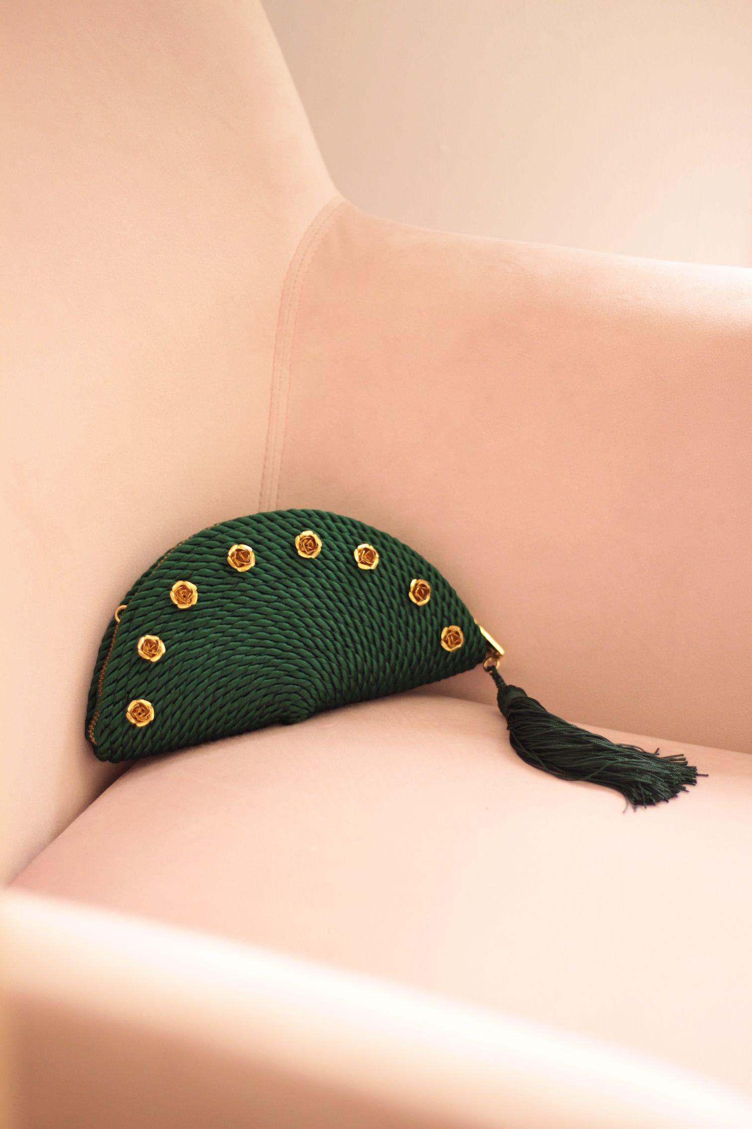 1299874ed Bolso de fiesta Carmen *ROSES* verde botella | Cordón de seda y rosas de  latón | Diseño de Olvido Madrid