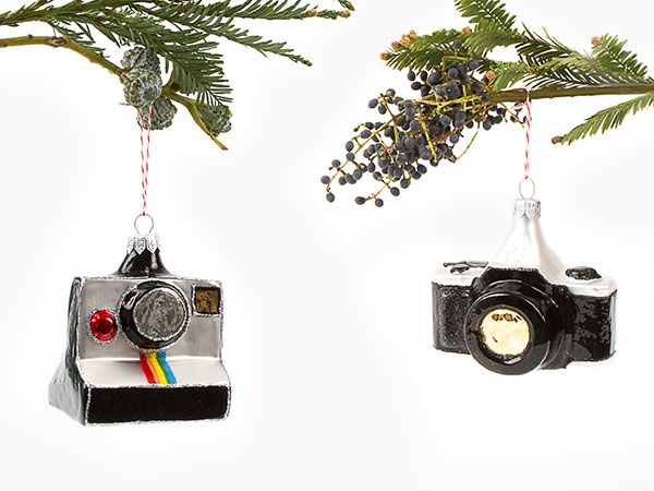 DSLR and Polaroid camera ornaments. Now your tree will look different from  everybody else. - Bling Your Xmas Tree With SLRs And Polaroid Cameras Next Level Ish