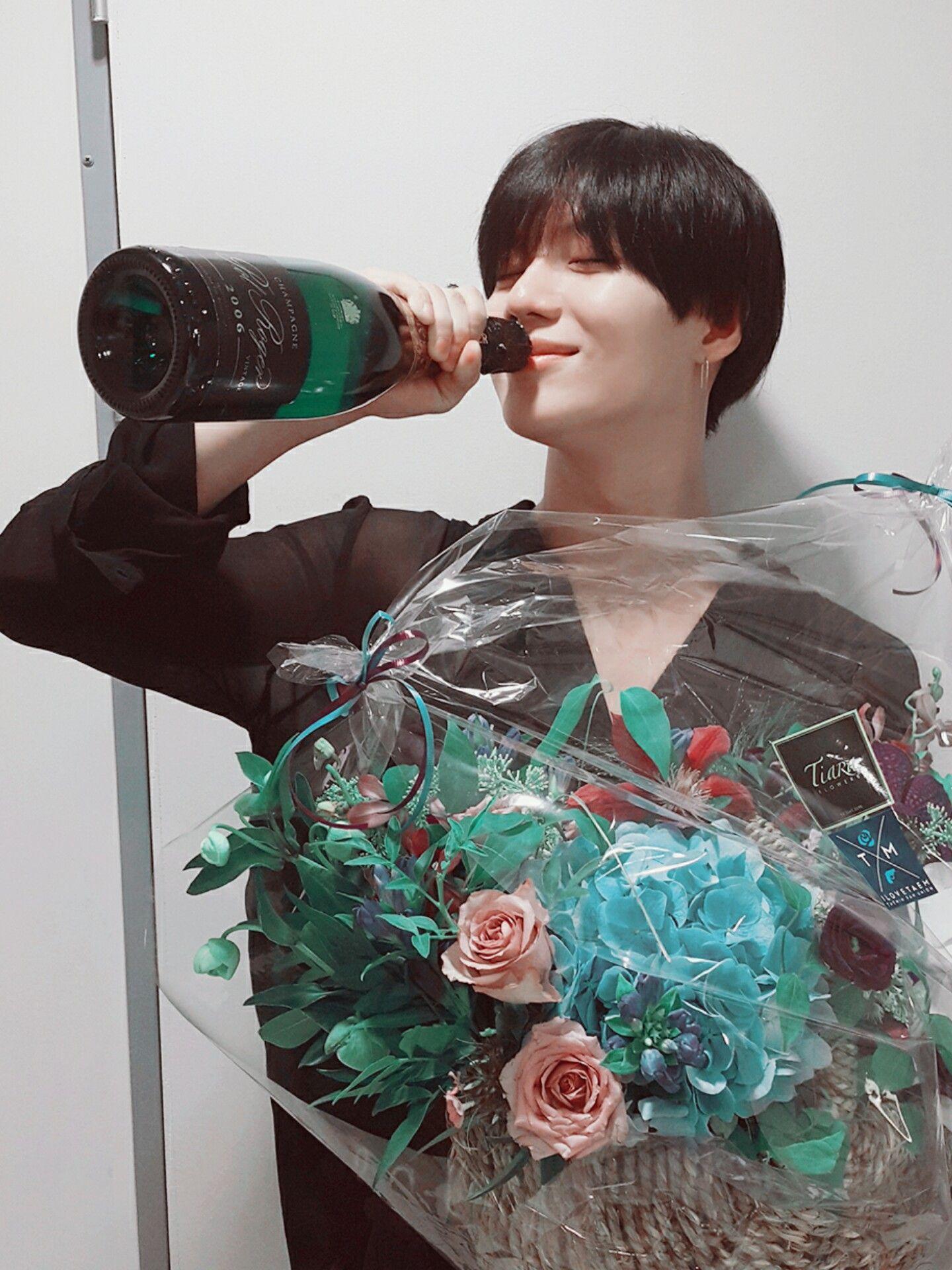 [Vyrl] SHINee : 넘나 아쉬워서 뽀너스 사진! #사요나라탬토리🙏 #셀카요뎡완댜님👑 #태민😆과 굿밤 보내세요~🌃 #News #샤이니 @SHINe