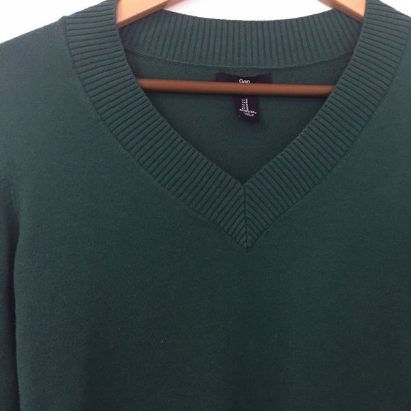 Cotton stretch sweater Gap Factory. In good used condition. Beautiful green color GAP Sweaters V-Necks