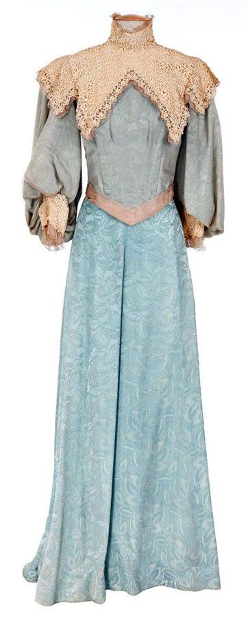 "Judy Garland - ""The Harvey Girls"" (1946) - Costume designer : Helen Rose"