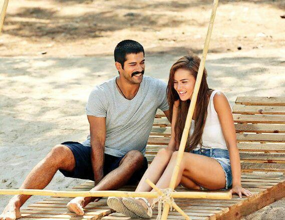 Fahriye Evcen Burak Ozcivit Ask Sana Benzer Lina A Salahaddin Turkish Film Actors Turkish Actors