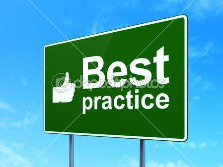"""Señal fondo verde con letras blancas. Pulgar arriba y el mensaje """"Best practice"""". Mejores prácticas."""